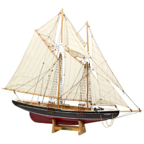 Blue Nose Model Fishing Schooner 80cm Model Ship